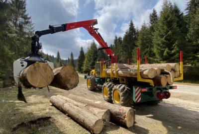 Tezky lesni traktor